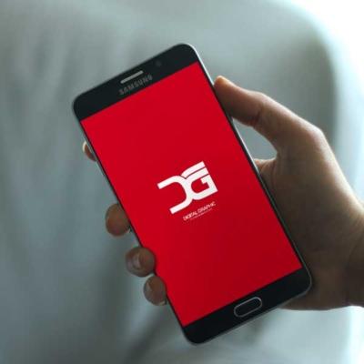 دانلود موکاپ موبایل در دست