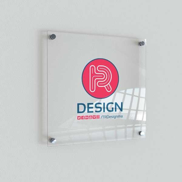 موکاپ لوگوی روی شیشه